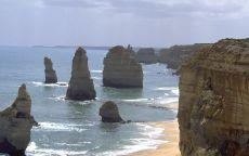 Скалы в море