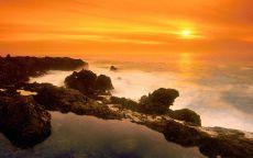 Желтое небо над морем