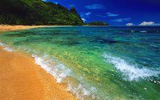 Прозрачная вода на пляже