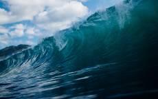 Море, высокая волна, зеленая вода, гора