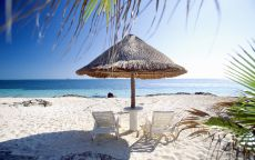 Уютное место для отдыха на пляже.