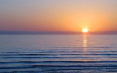 Рассвет над океаном.