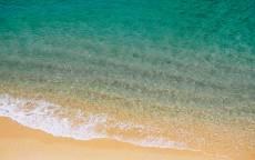 Мелководье, пляж, зеленая вода, волны, желтый песок