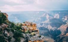 Гранд Каньон, скалы, горы, кусты, горизонт, лучи солнца