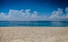 Пляж, море, горизонт, песок, облака, глубая вода