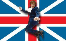 Остин Пауэрс на фоне Британского флага