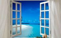 Вид на море из белого окна