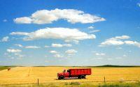 картинка, рисунок, лето, желтое поле, красный грузовик, синее небо, облака