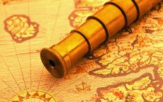 Старая карта и подзорная труба