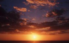 Осеннее небо над морем