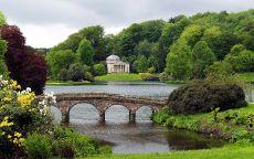 Старый мост на озере