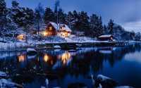 Красивая дача в зимнем лесу