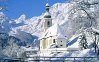 Церковь и красивые горы