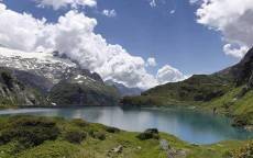 Облака, озеро в горах