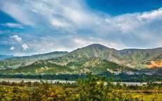 Пейзаж гора на горизонте