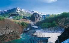 Весенний горный ручей