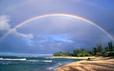 Радуга над морским пляжем