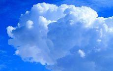 Красивое облако и синее небо