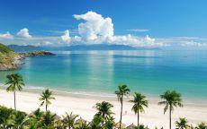Очень красивый вид с тропического острова на океан
