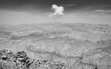 черно белое, горы, одинокое облако, камни