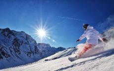 Сноуборд и зимнее солнце