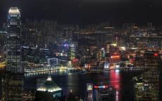 Ночной мегаполис, река в городе, небоскребы