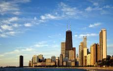 США, Небоскребы Чикаго, голубое небо, синяя вода