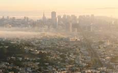 США, Калифорния, панорама Сан-Франциско в тумане, небоскребы