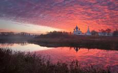 Россия, Суздаль, река, церковь, красное небо, облака