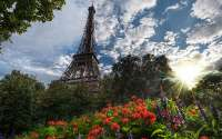 Франция, Париж, Эйфелева башня вид снизу