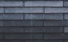 Стена кирпичная из белого кирпича