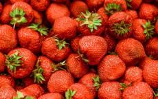Красная клубника, ягоды, земляника