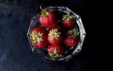 Еда, ягоды, клубника, ваза, стекло