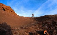 Велосипедист в горах