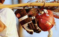 Клюшки, перчатки и шлем для Лакросс