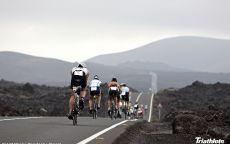 Триатлон велосипедисты на трассе