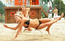Пляжный волейбол Holly Valance