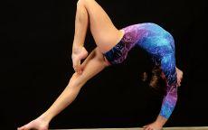 Спортивная гимнастика Девушка на бревне